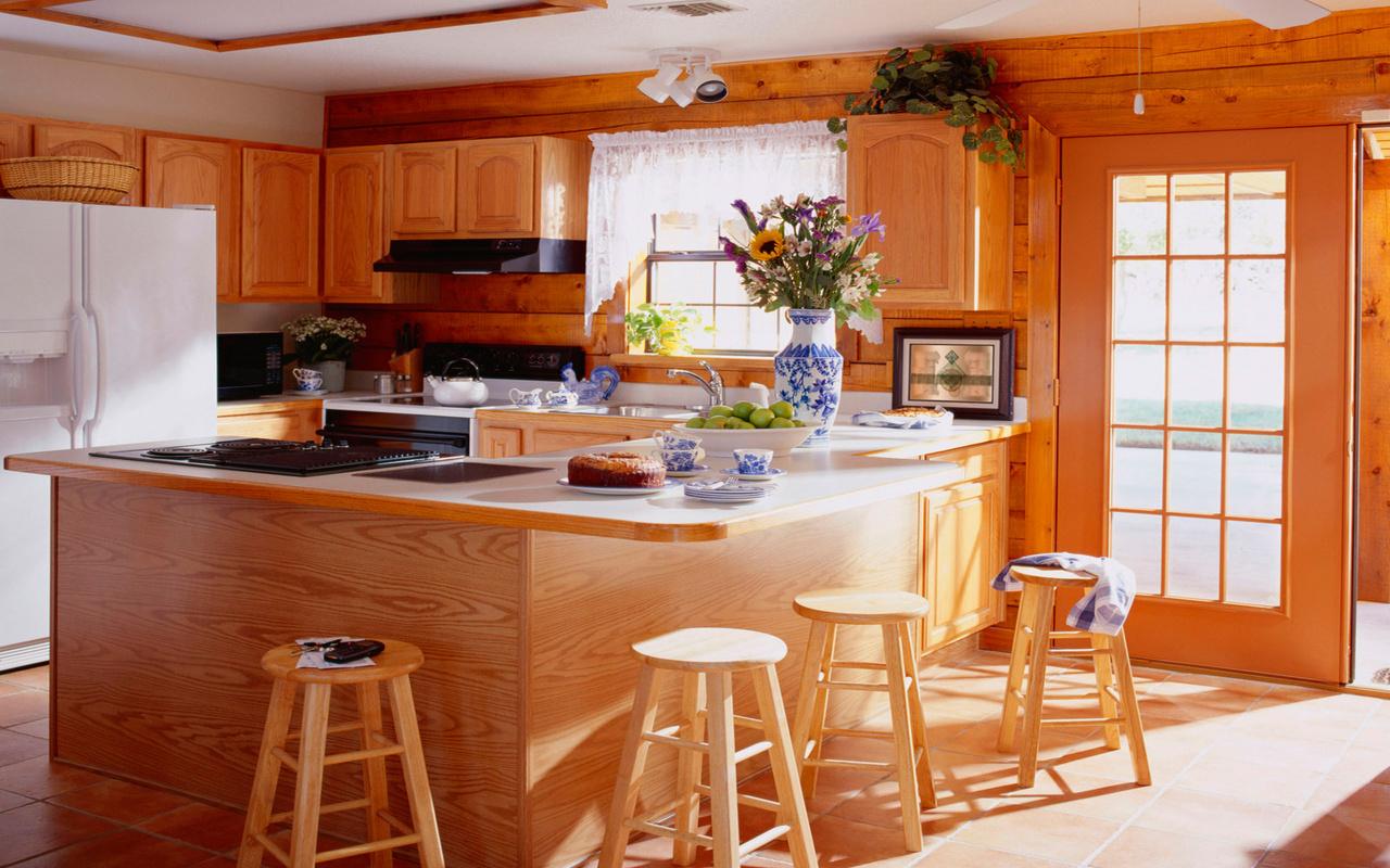 Кухня из дерева в стиле кантри