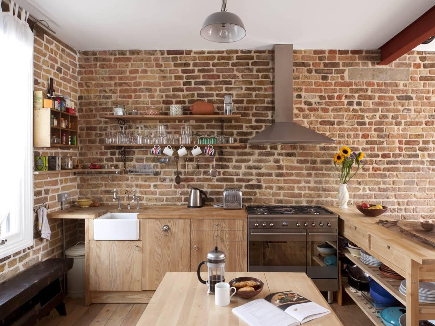 Кирпичная кладка на кухне