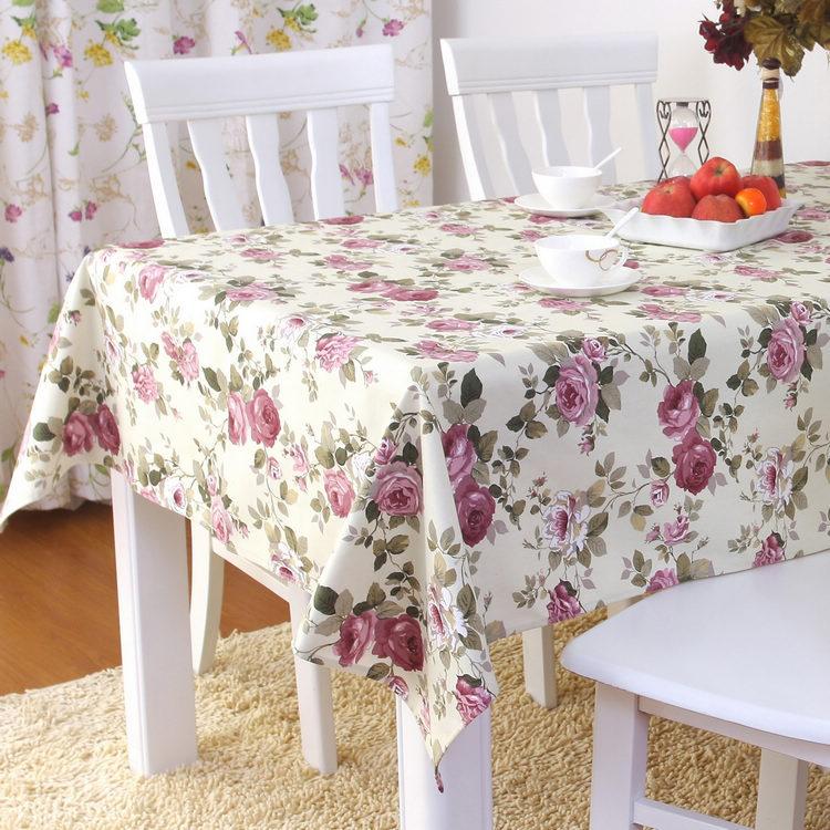 Клеенка с цветочным рисунком на столе
