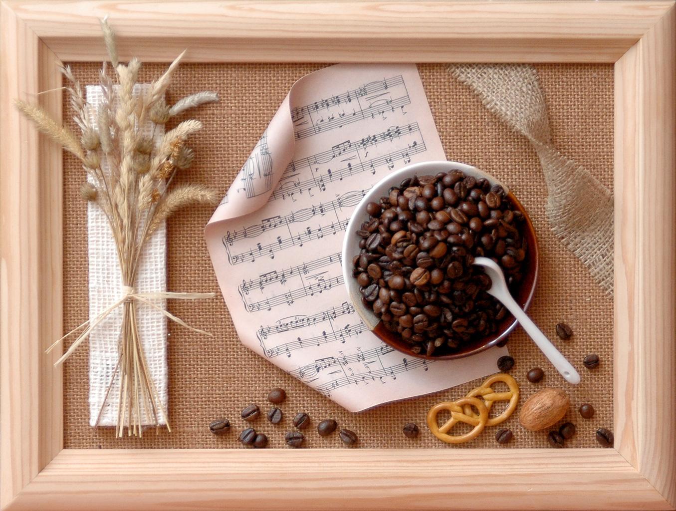 Панно декоративное из бумаги и кофе