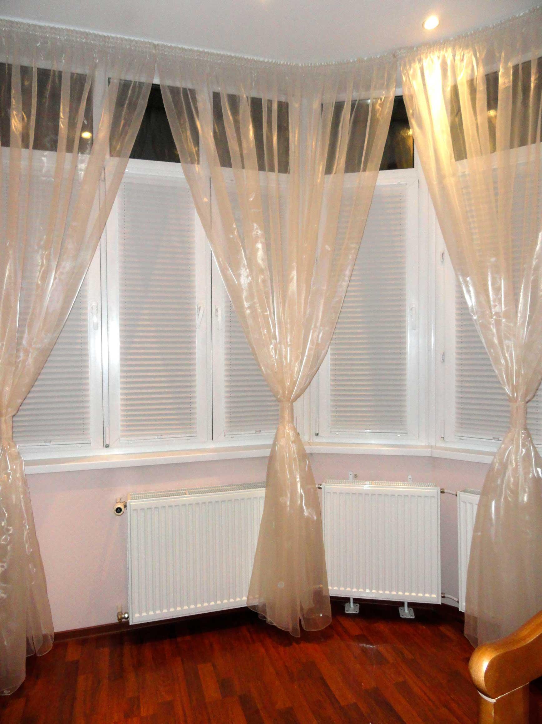 Комбинированные шторы на балконе