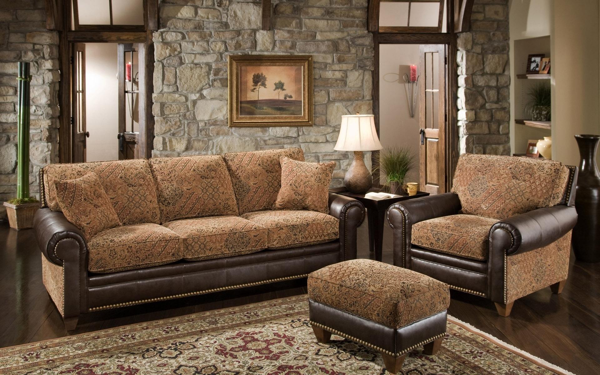 Комбинированная обивка дивана