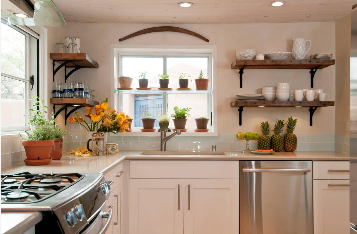 Комбинированные полочки на кухне