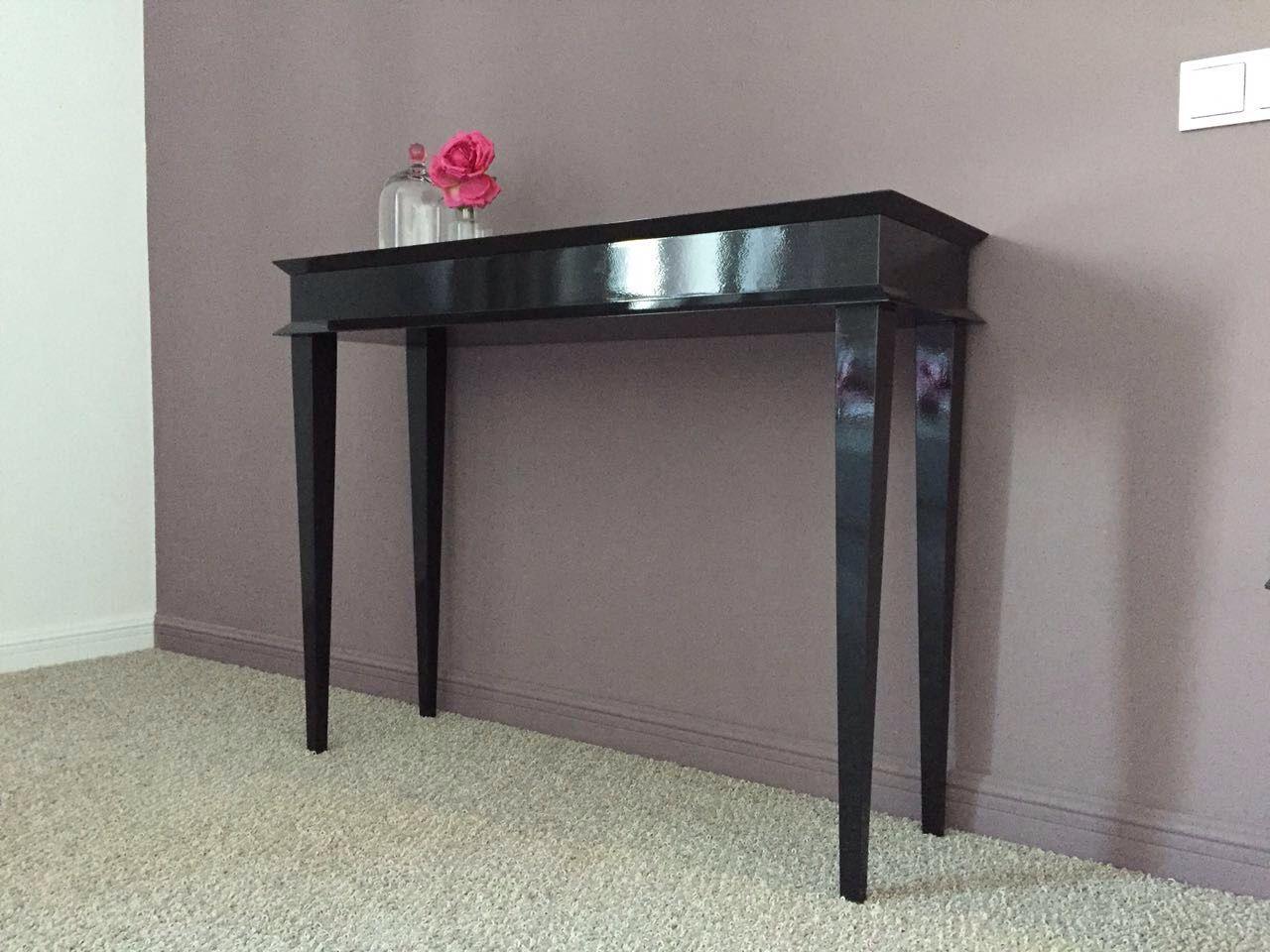 Консольный глянцевый стол