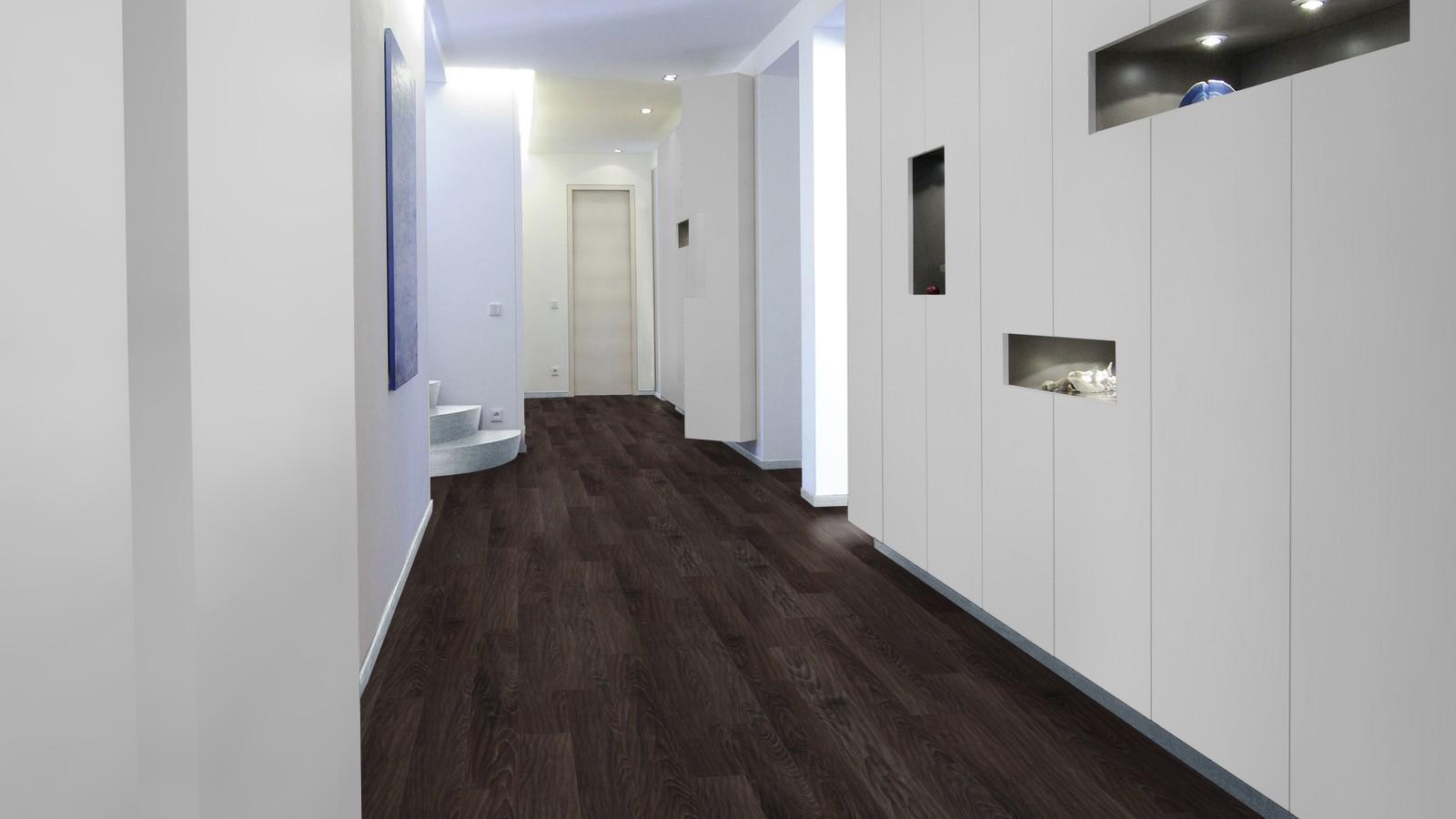 Ламинат венге в коридоре
