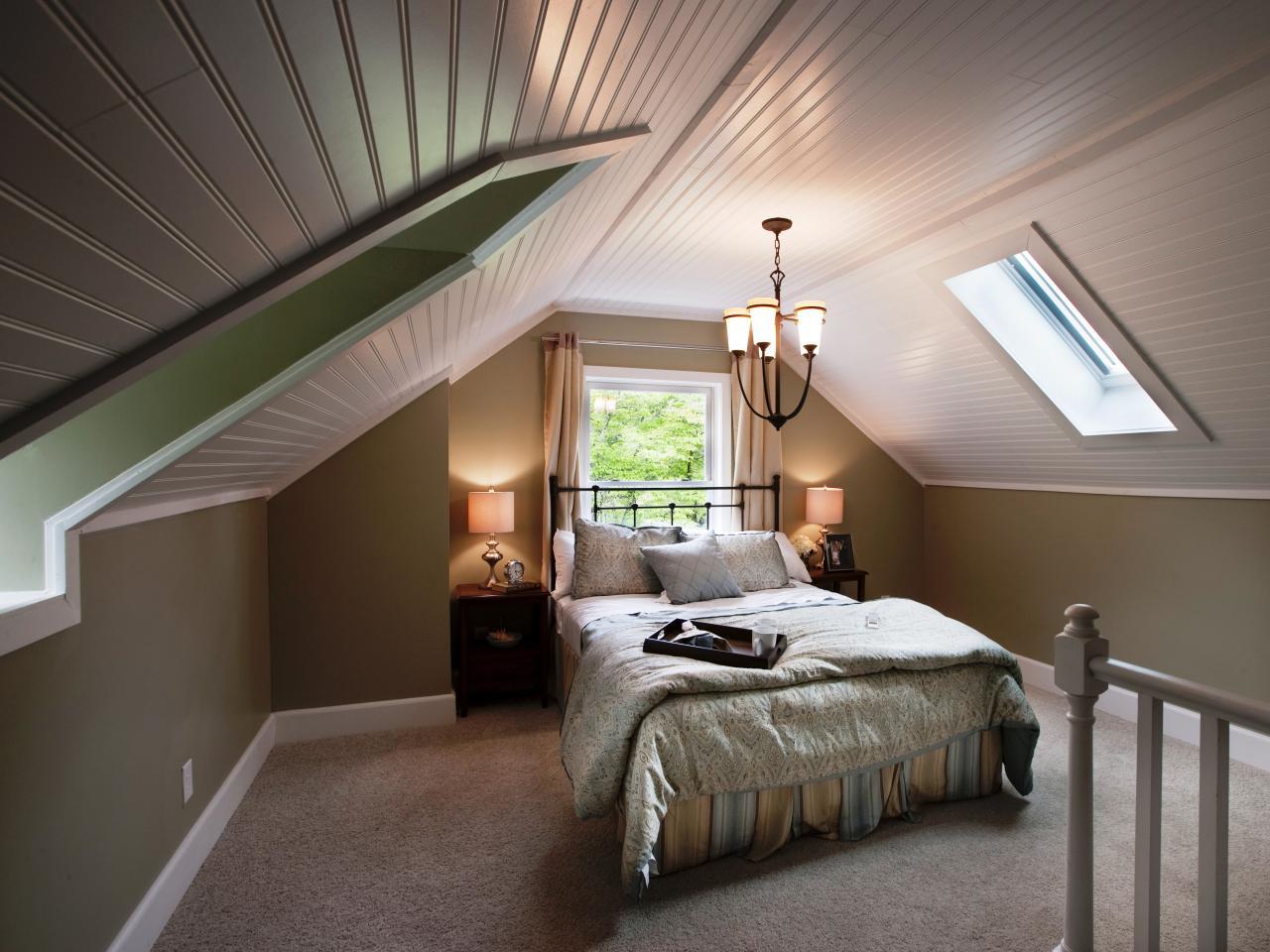 Кровать изголовьем к окну кованая
