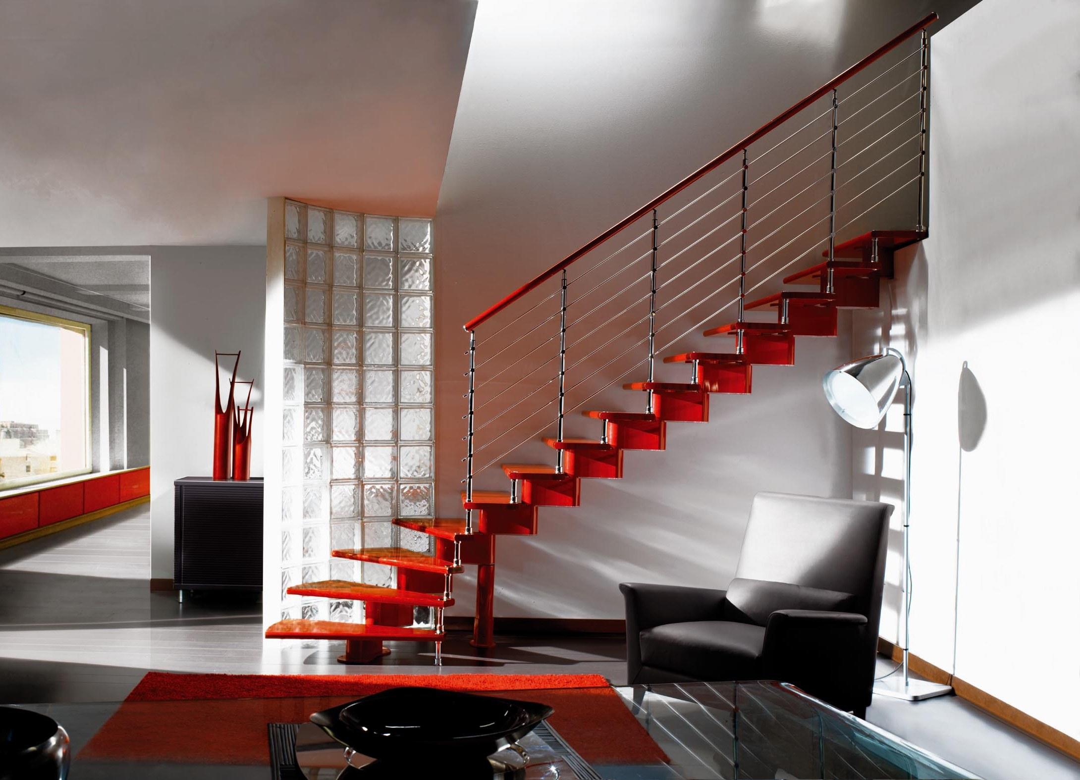 Красная лестница из металла