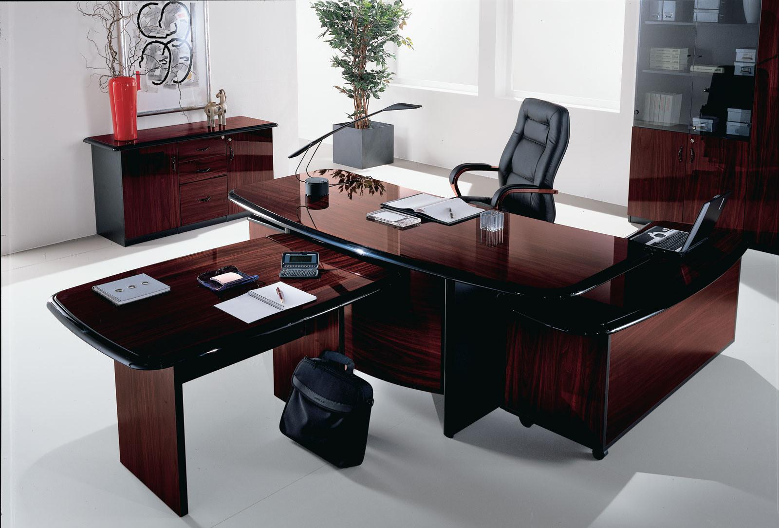 Мебель из красного дерева для кабинета
