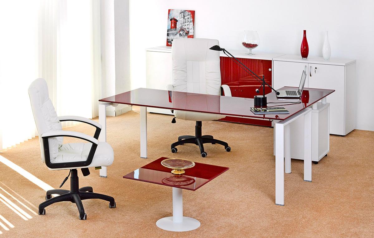 Дизайн интерьера кабинета руководителя красный