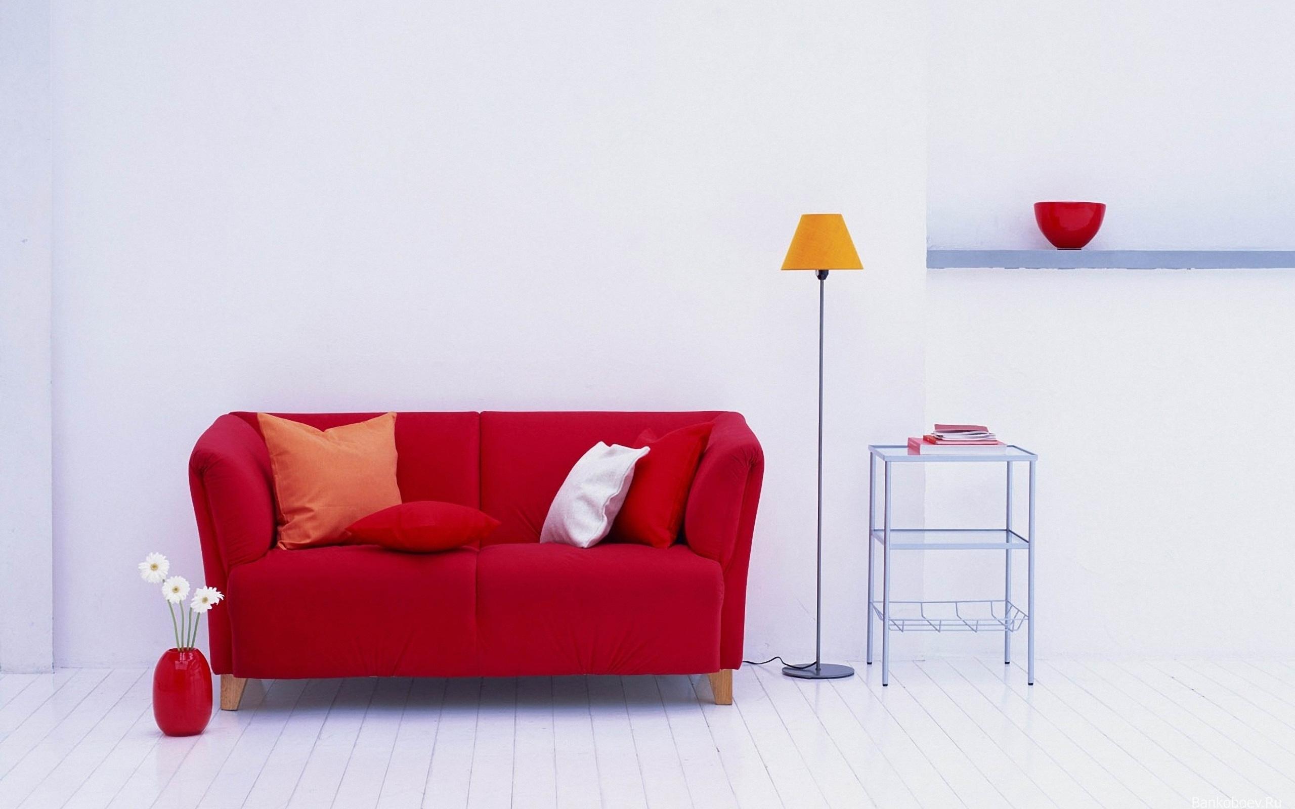 Красный диван-канапе