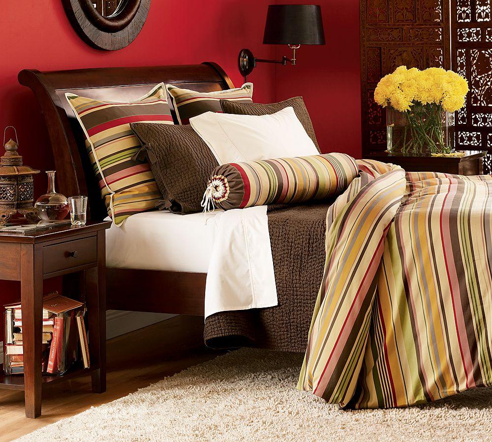 Расстановка мебели в красной спальне