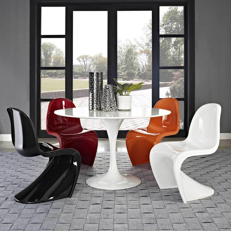 Круглый глянцевый стол в интерьере