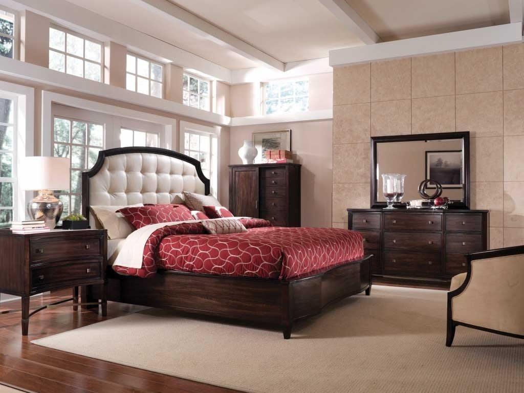 Расстановка мебели по кругу в спальне