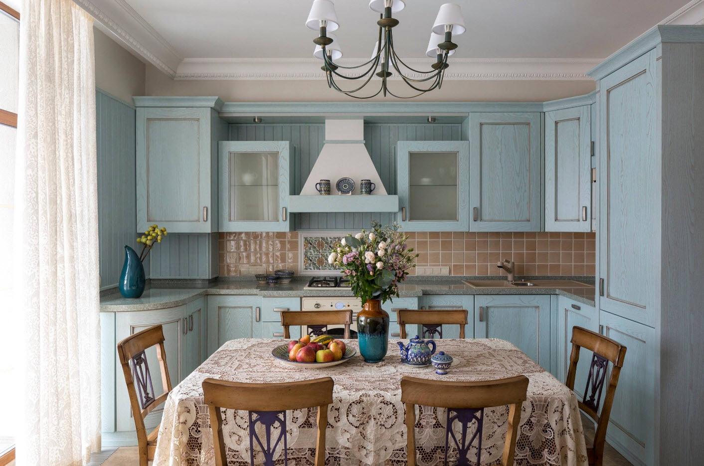 Кружевная скатерть на кухне в стиле кантри