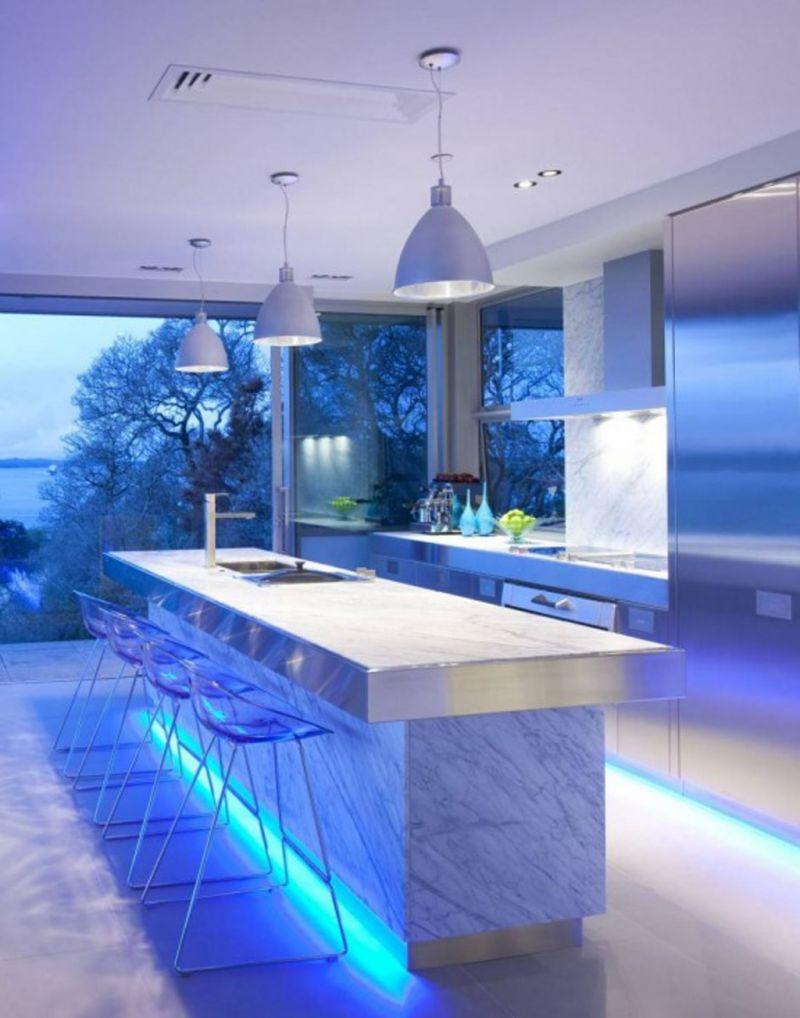 Подсветка пола на кухне
