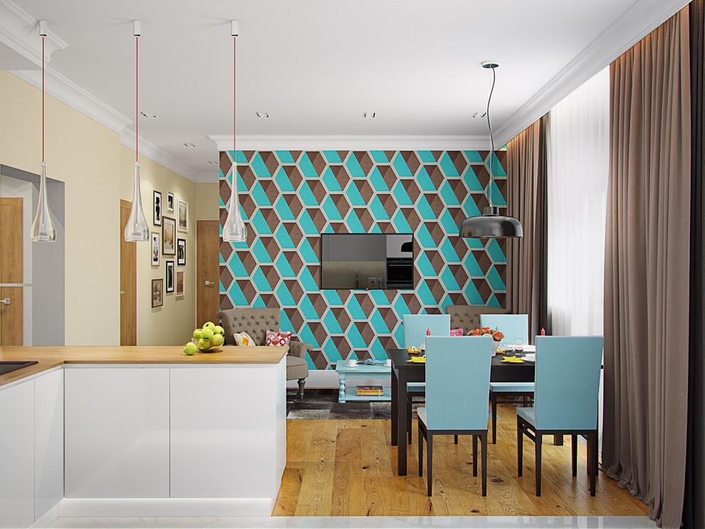 Бирюзовые обои с геометрическим рисунком на кухне
