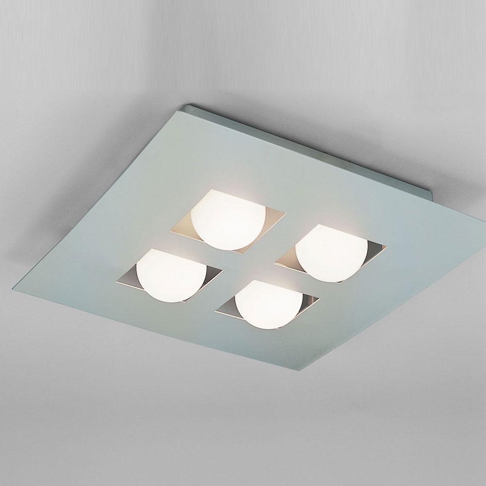 Квадратный светильник на потолке