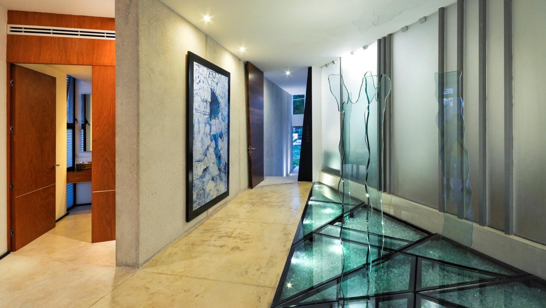 Пол из стекла в интерьере квартиры