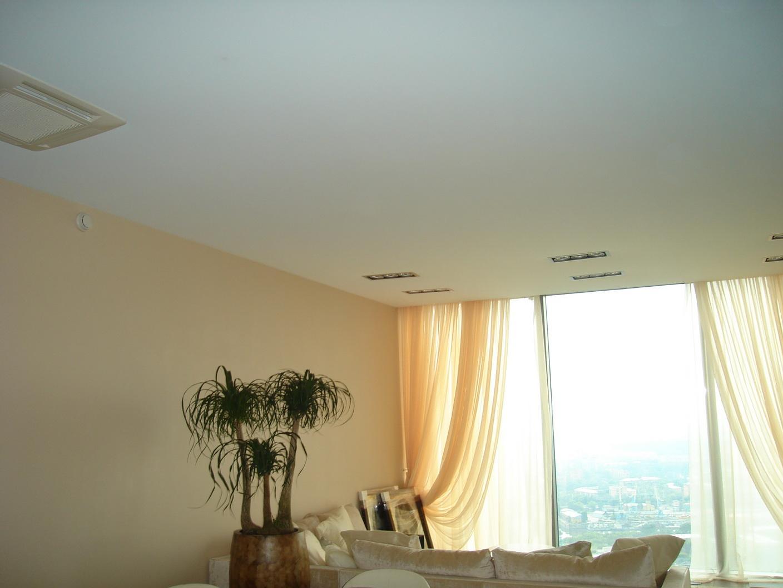 Побелка потолка в квартире