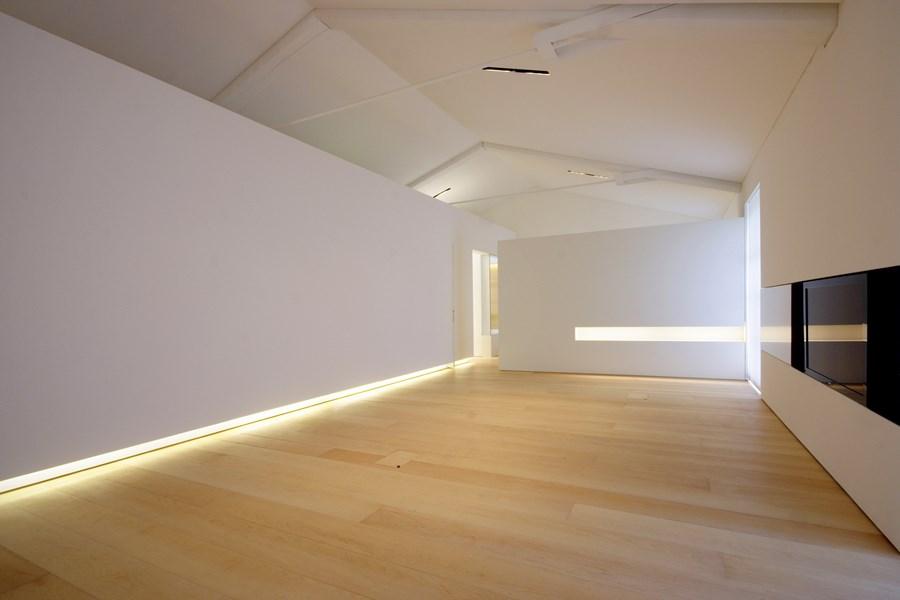 Подсветка пола в интерьере квартиры