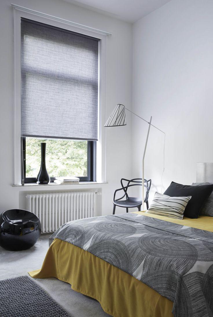 Кровать изголовьем к окну в квартире