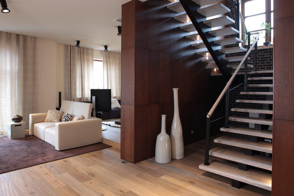 Маршевая лестница в лаконичном дизайне