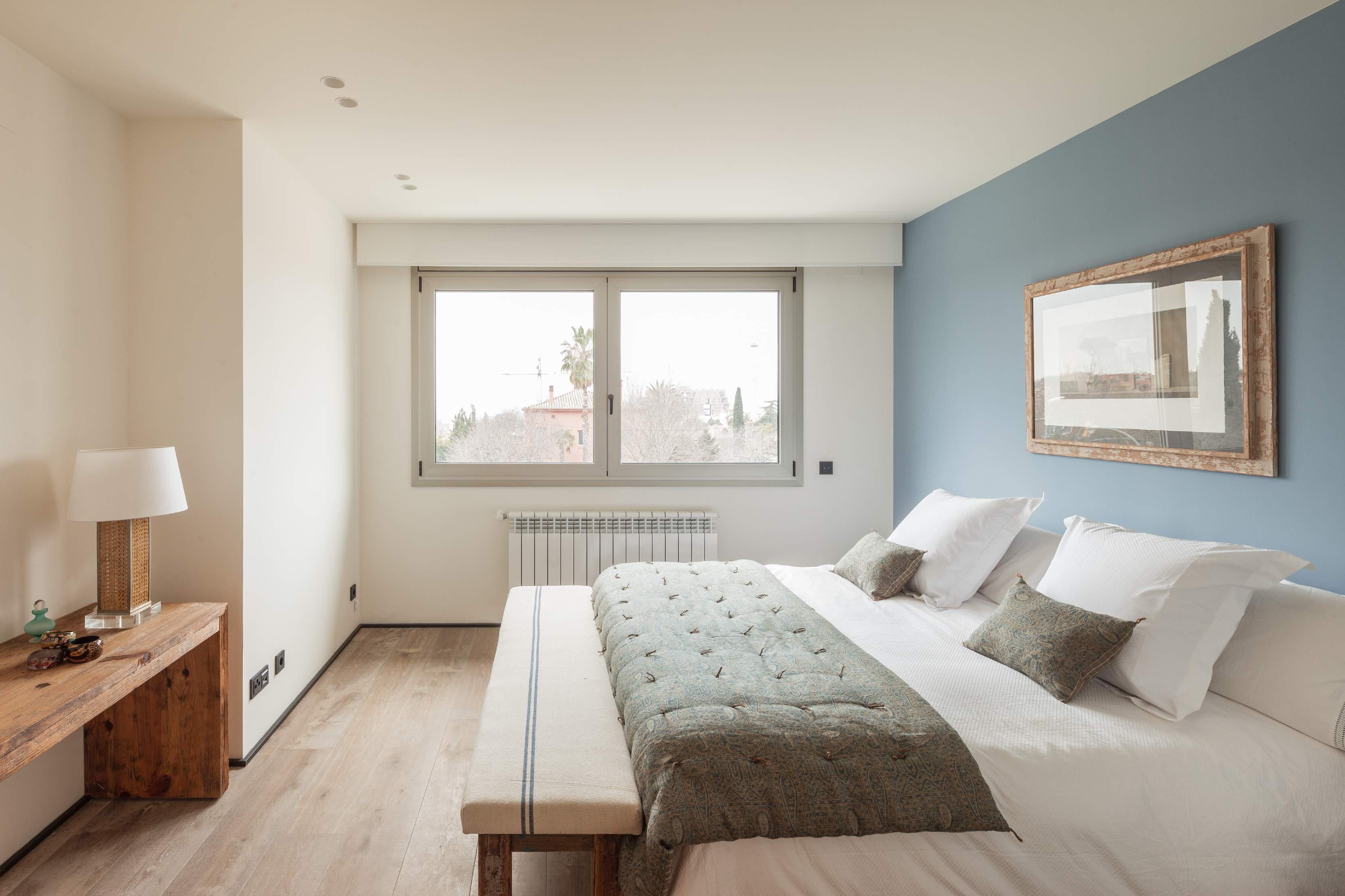Расстановка мебели в спальне в лаконичном дизайне