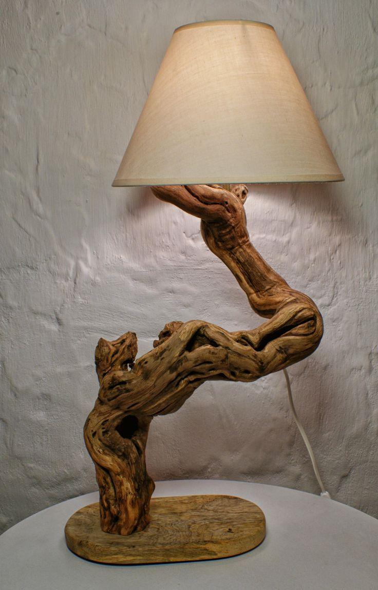 Лампа на деревянном основании