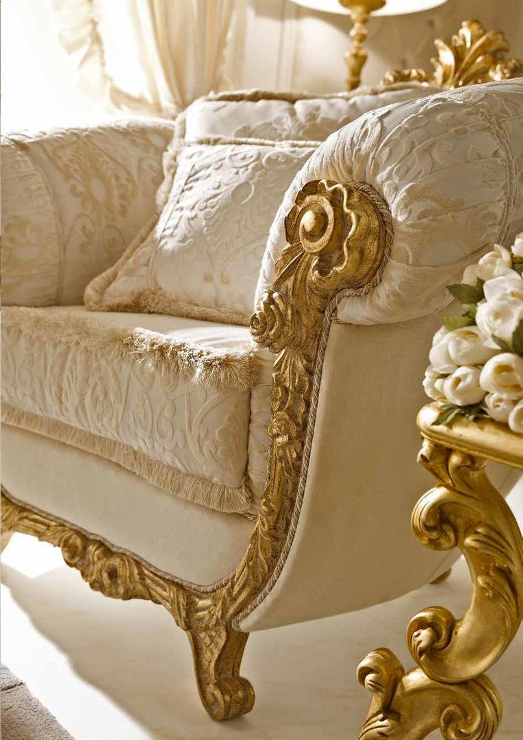 Кресло с лепниной
