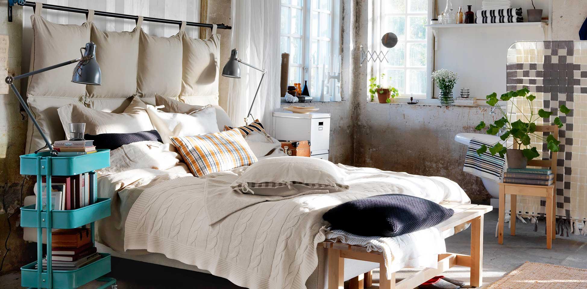 Расстановка мебели в спальне лофт