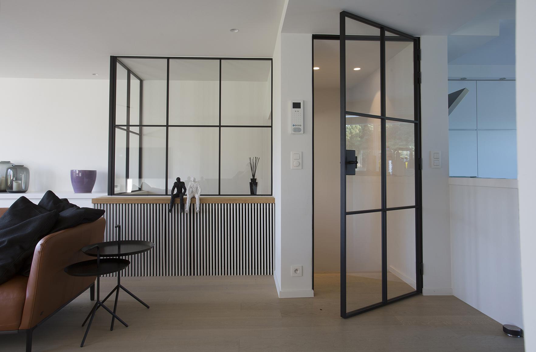 Межкомнатная дверь со стеклом лофт