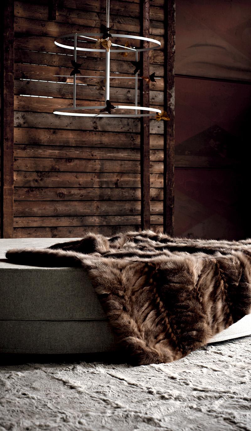 Меховой плед в интерьере лофта