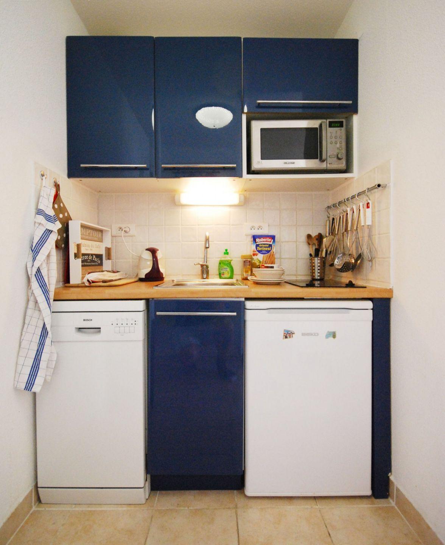 Стиральная машина на кухне маленькой