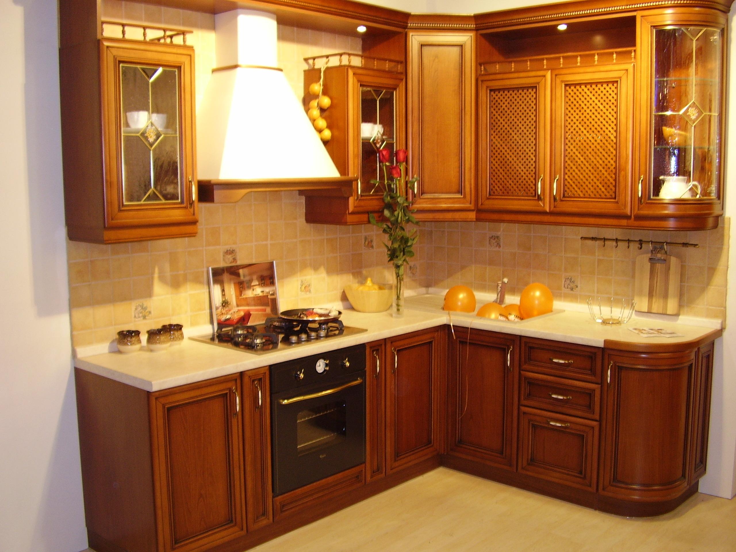 Классический гарнитур для маленькой кухни