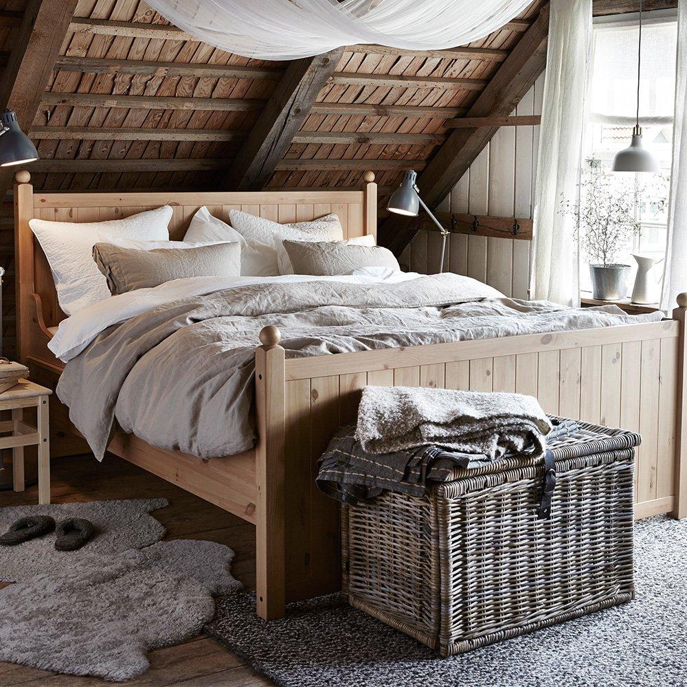 Дизайн узкой спальни на мансарде