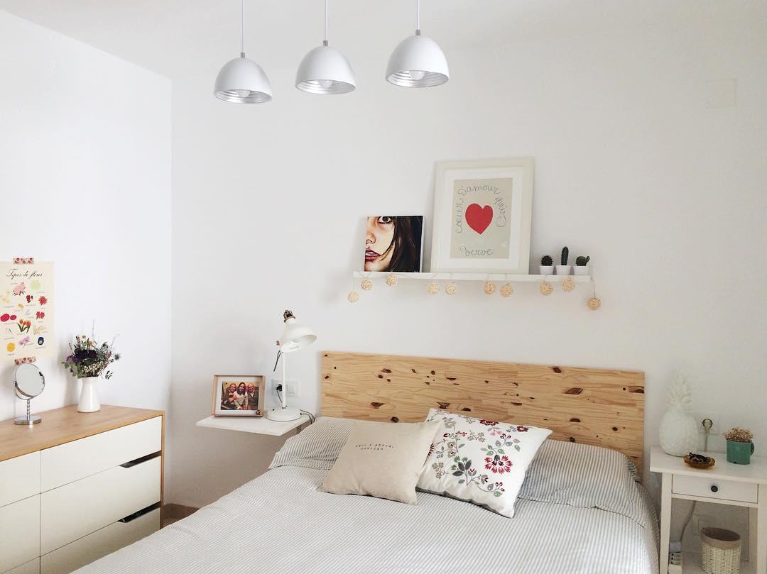 Расстановка мебели в спальне из массива
