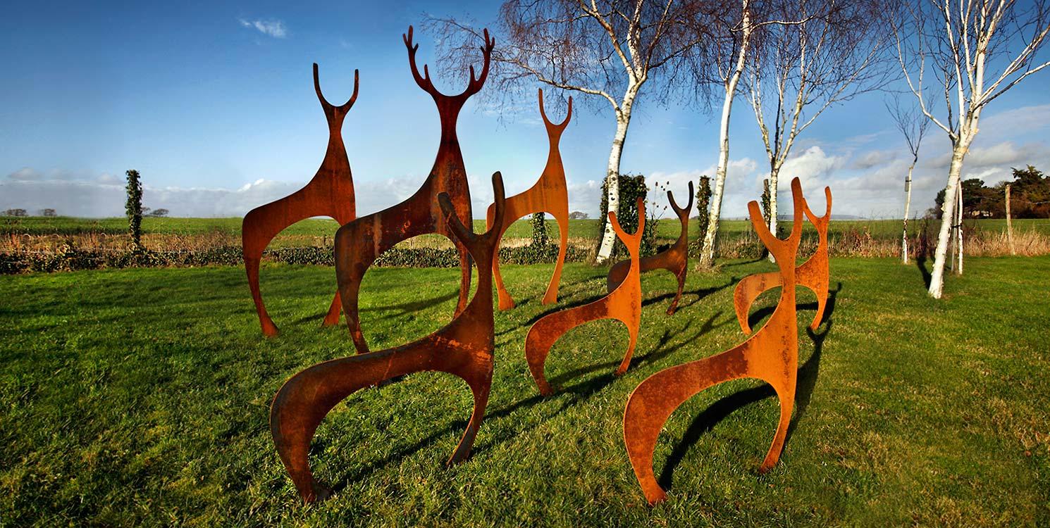 Скульптура из металла в стиле модерн