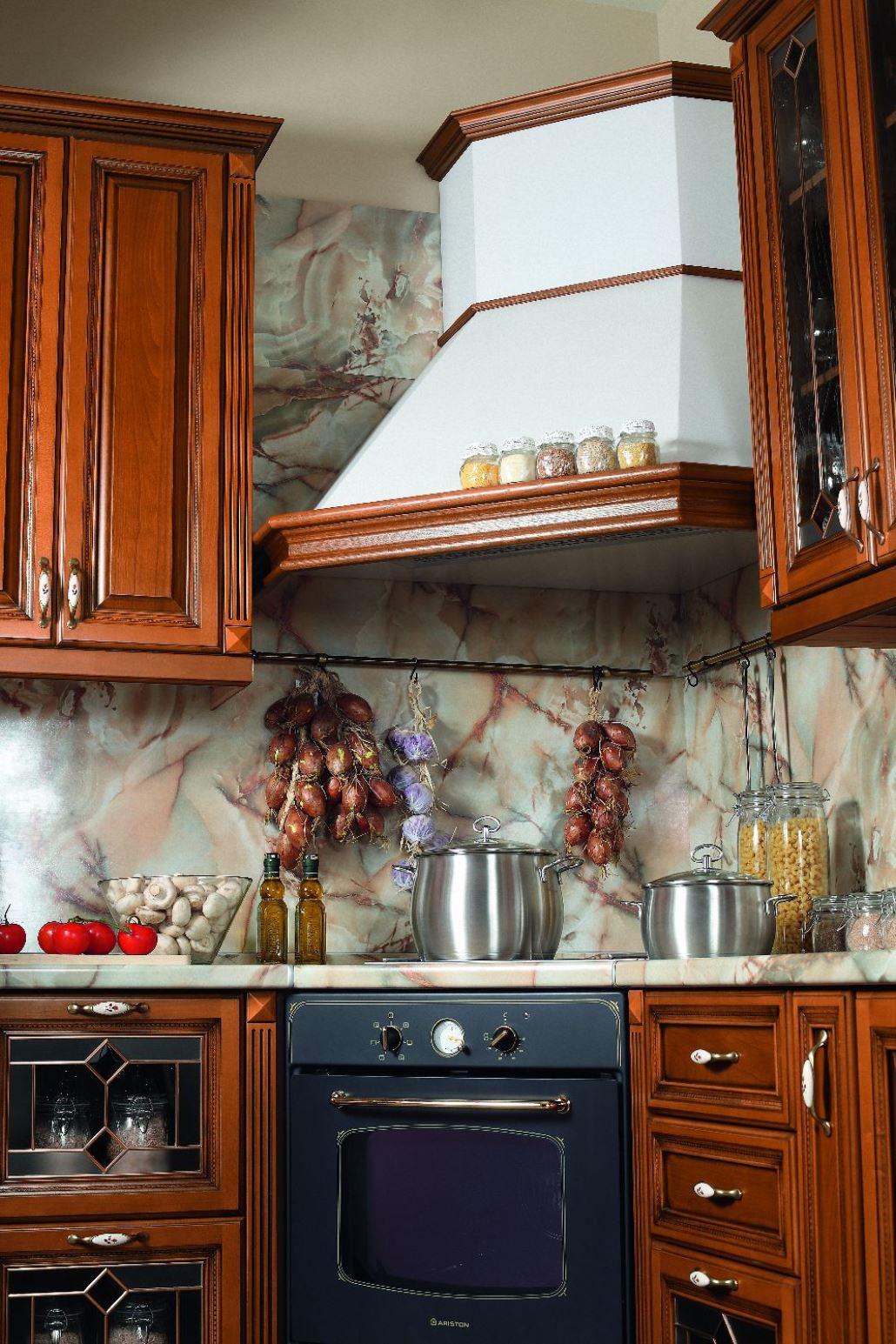 Кухонная угловая вытяжка с МДФ фасадом