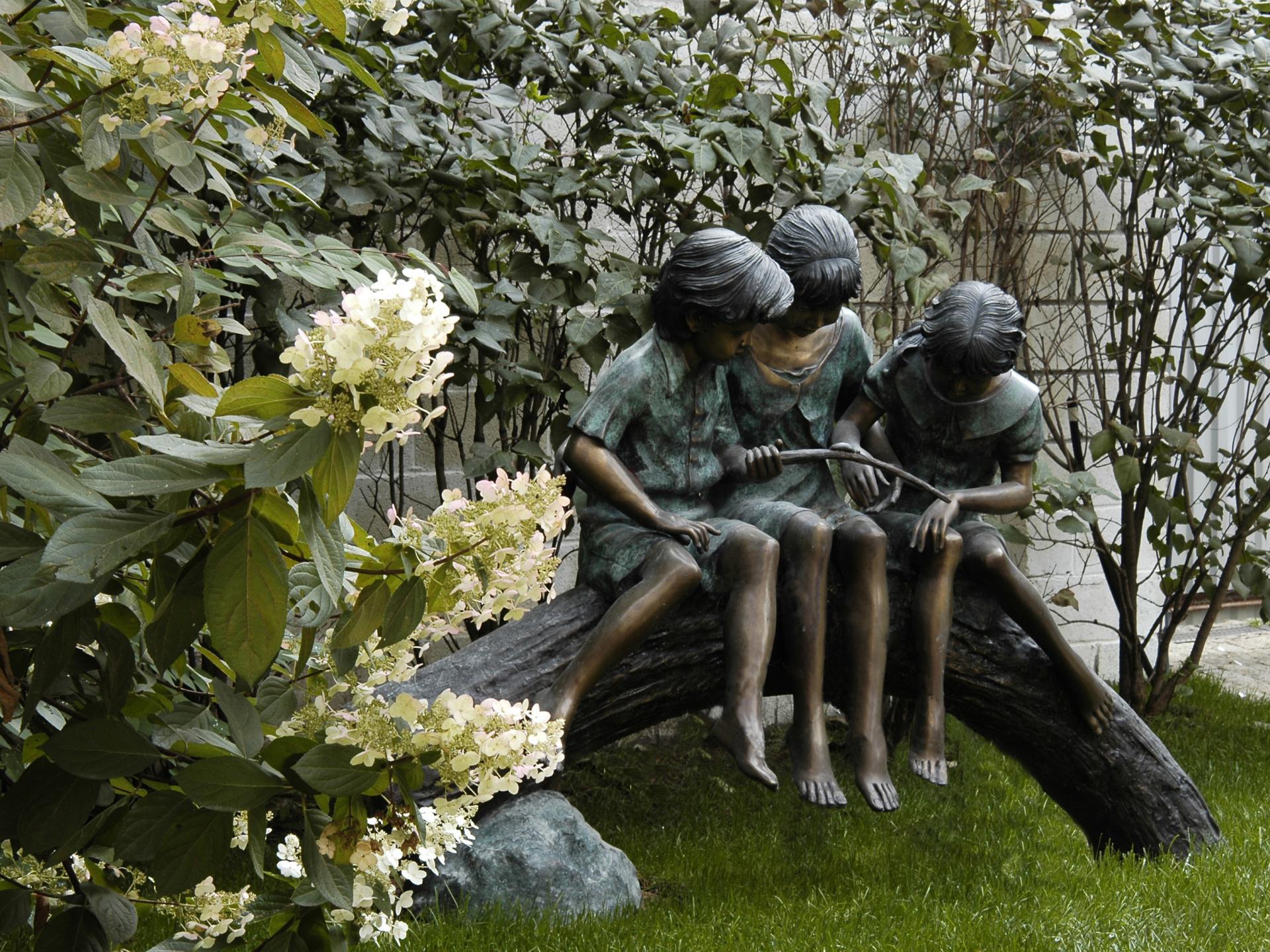 Садовая скульптура из меди