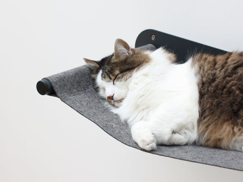Гамак для кошки на металлическом каркасе