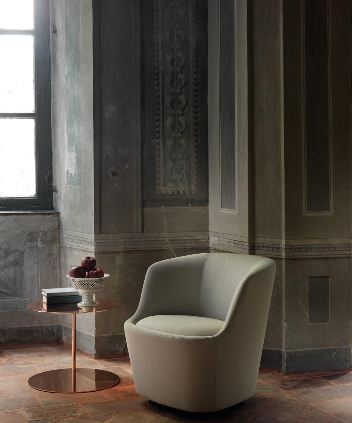 Кресло в минималистском стиле