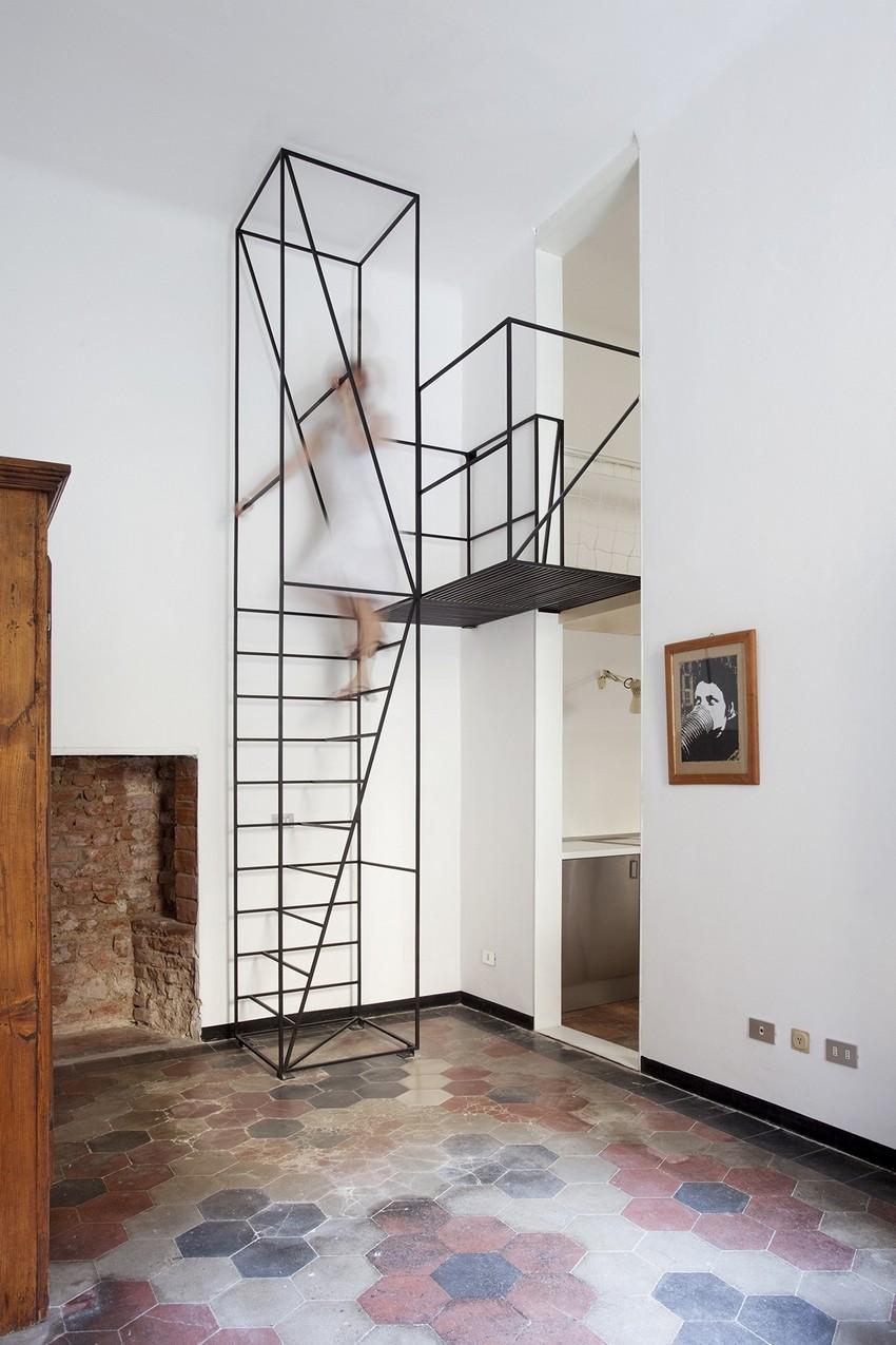 Металлическая лестница в минималистичном стиле