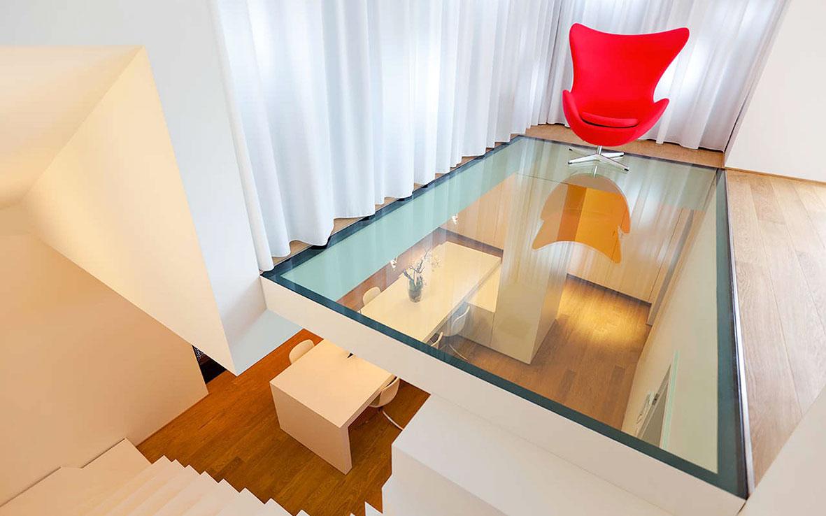 Стеклянный пол в стиле модерн