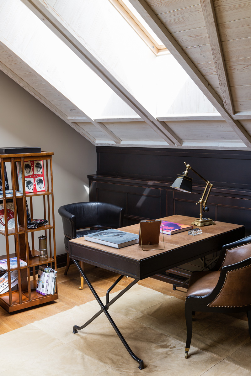 Стол-бюро в стиле модерн