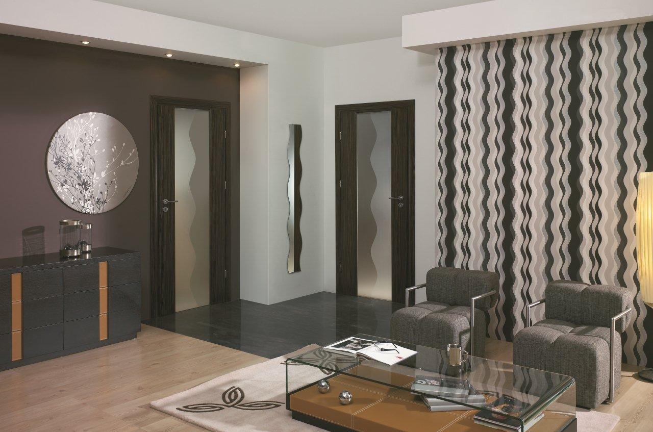 Дверь с зеркалом в стиле модерн