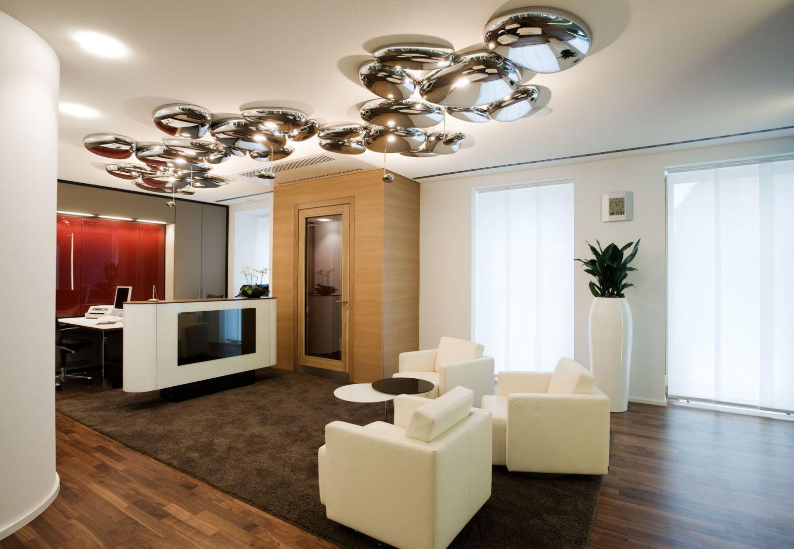 Потолочный светильник в стиле модерн