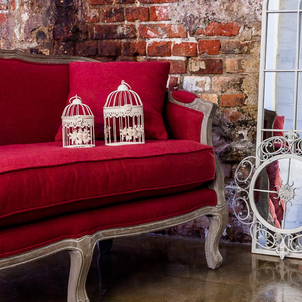 Красная козетка в стиле модерн