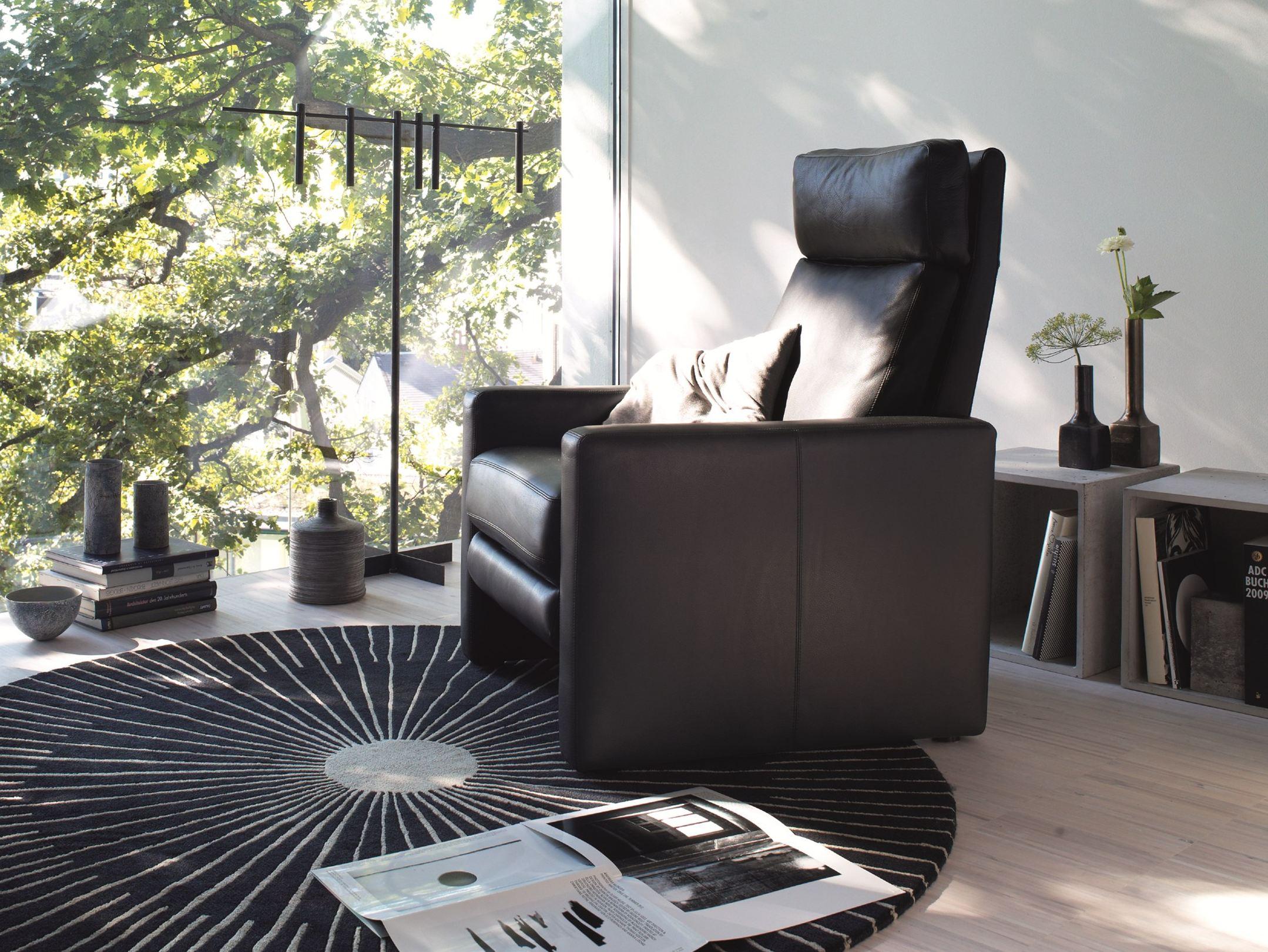 Кресло реклайнер в интерьере дома
