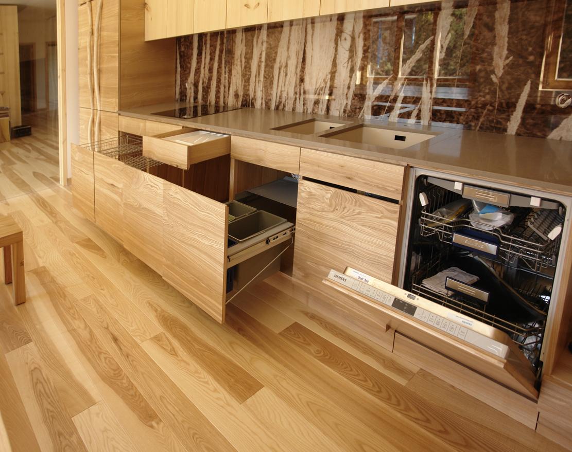 Кухня из дерева в стиле модерн