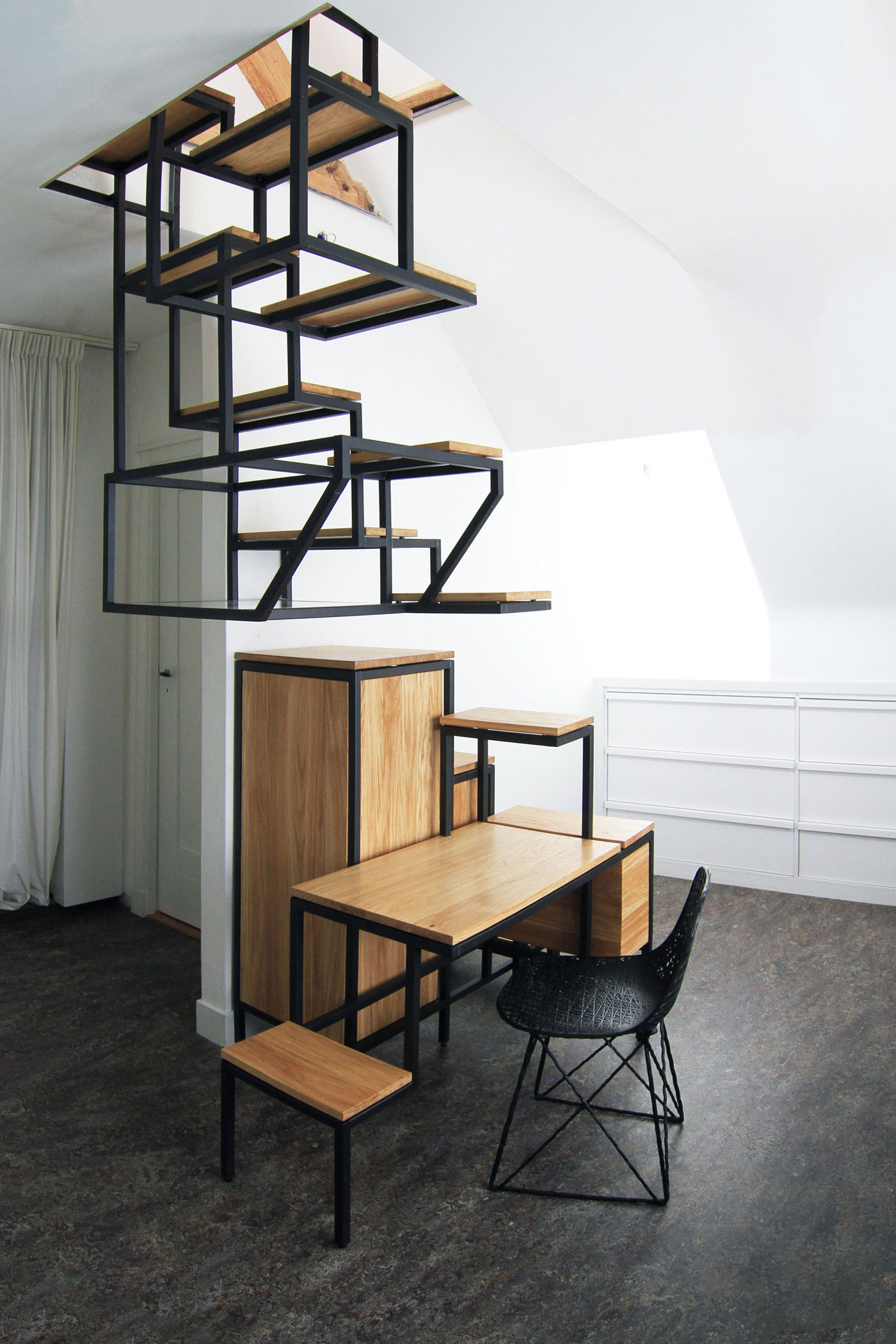 Модульная лестница на металлическом каркасе
